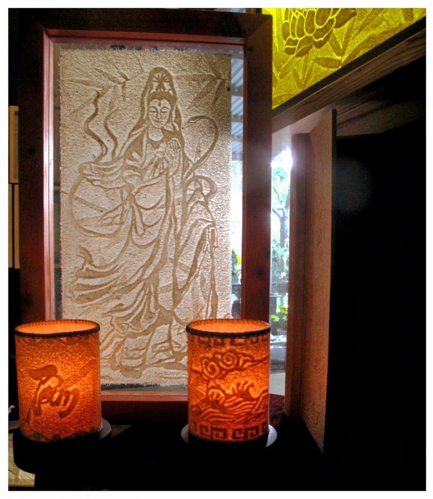 Đèn nến trúc chỉ khắc chữ và tạo hình độc đáo