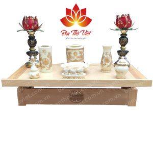 Mẫu bàn thờ treo tường bằng gỗ mít có độ bền cao, màu sắc đẹp