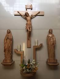 Cách trang trí bàn thờ Chúa treo tường Đẹp và Chuẩn nhất theo đạo công giáo