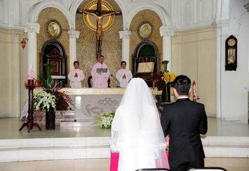 Cần lập thêm một bàn thờ chúa trong ngày lễ cưới hỏi