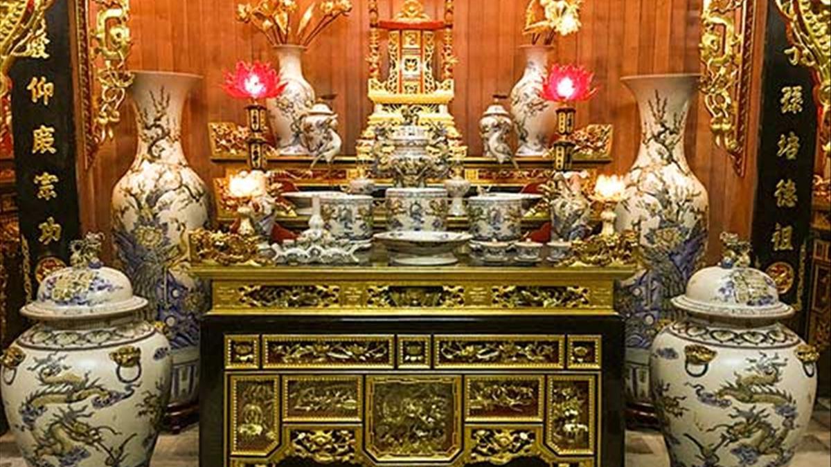 Mẫu bàn thờ sơn son thếp vàng và những điều bạn cần biết