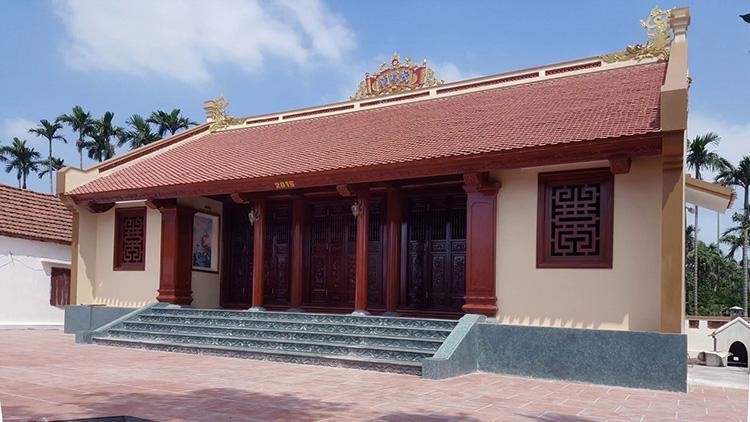 Mẫu nhà thờ họ bê tông giả gỗ đẹp được thiết kế ấn tượng