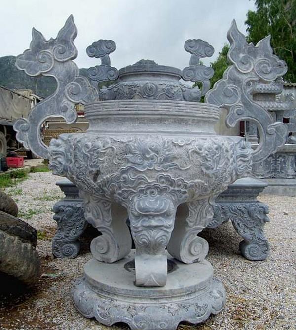 Tổng hợp các mẫu nhà thờ họ bằng đá đẹp đậm nét truyền thống